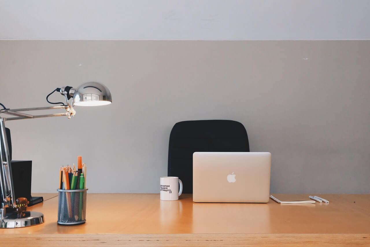 Krzesła obrotowe do biurka, jak wybrać te idealne?